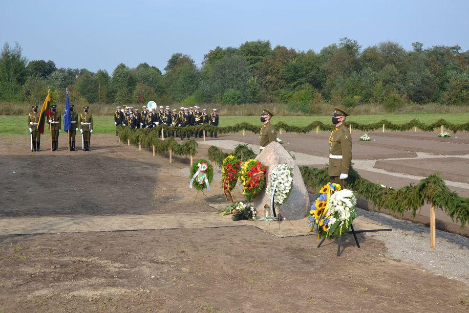 Macikų kaime vyko nacistinės Vokietijos karo belaisvių stovyklos ir Sovietų Sąjungos gulago lagerių aukų pagerbimo ir Armalėnų kaime rastų palaikų kapavietės pašventinimo ceremonija.